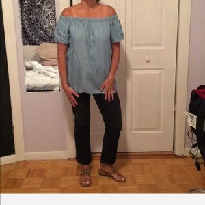 Two by Vince Camuto chambray off shoulder top M